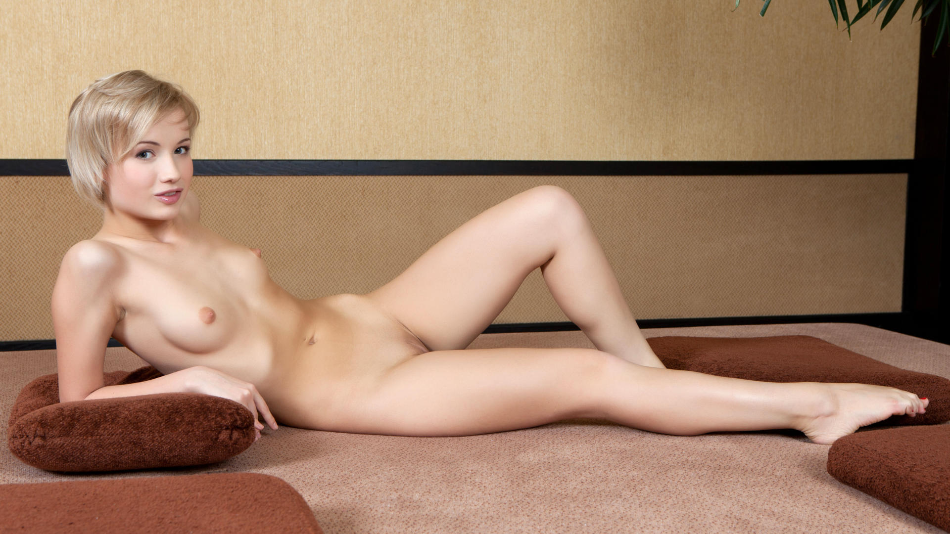 sexy naked women nude fully naked and thick